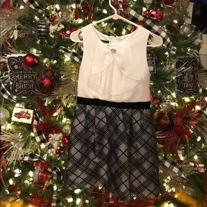 Beautiful girls silver/Black plaid Holiday dress.